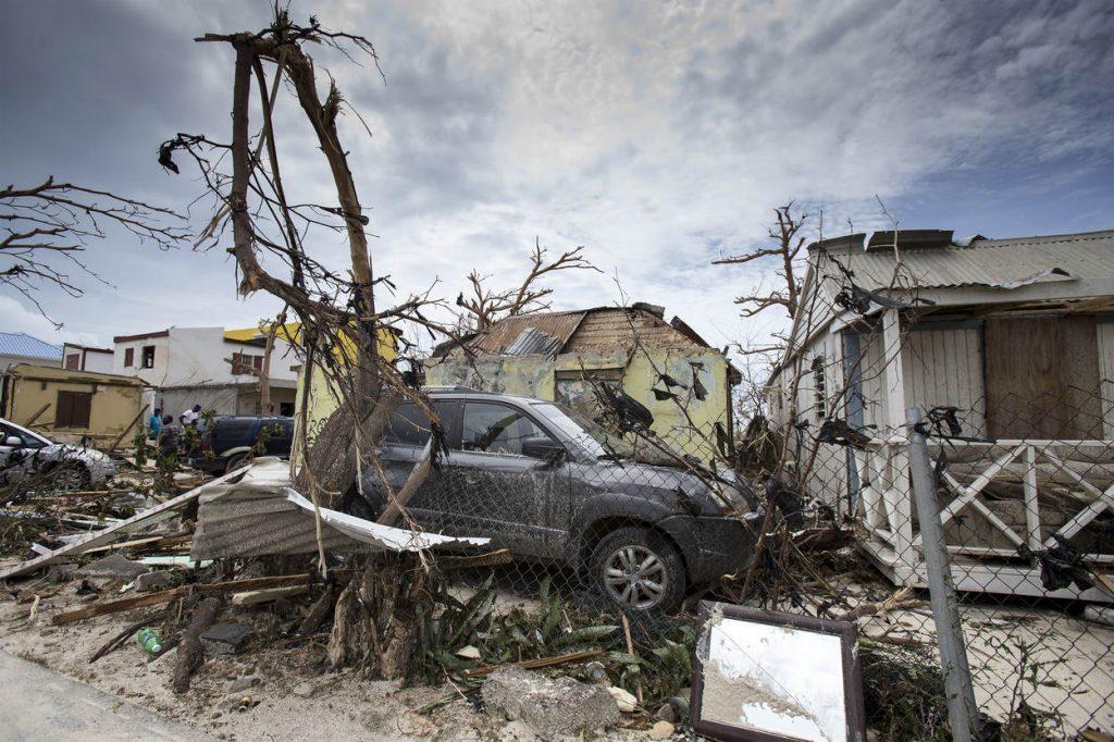 Sint-Maarten, 7 september 2017. Steunverlening na passage van orkaan Irma. De koninklijke marine levert hulp met oa Zr.Ms. Zeeland en Zr.Ms. Pelikaan.